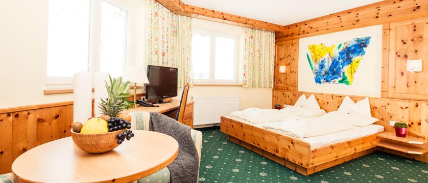 austia_kuhtai_alpen-residenz-mooshaus_standard-bedroom2.jpg